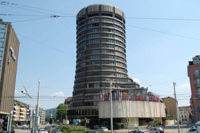 کمیته بال اقتصاد مقاومتی نظارت بانکی - محدودیت بنگاهداری و افزایش کفایت سرمایه، راه جلوگیری از بحران بانکی