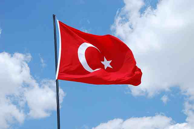turkish flagx641cmpr  641x427 - مقاوم سازی اقتصاد نتیجه اقدامات وزارت توسعه ترکیه