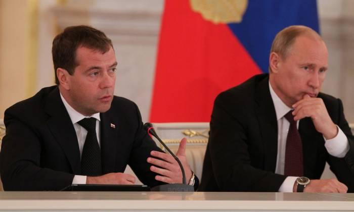 Putin and Medvedev 1600x960 - افزایش تولید و کاهش واردات کشاورزی باعث افتخار روسیه است