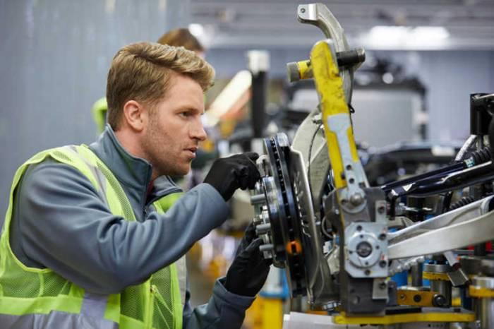 GettyImages 941796726 - تهدید اشتغال صنعت خودروی بریتانیا در پی قوانین داخلی سازی اروپا