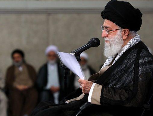 رهبر انقلاب e1534152289815 - «عملکرد مسئولین» عامل اصلی مشکلات اقتصادی/ هیچ بنبستی در کشور نداریم