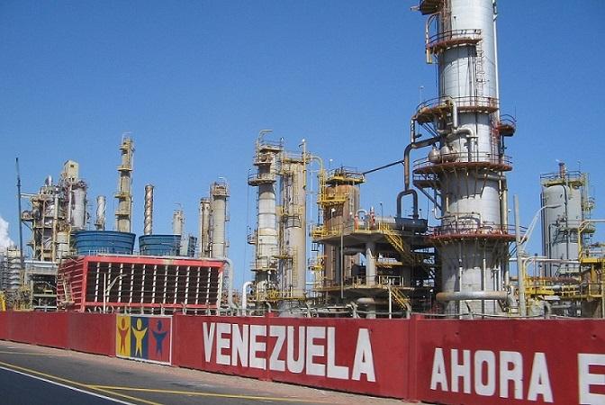 غیر فعال بودن نیمی از ظرفیت صنعت پالایش نفت ونزوئلا