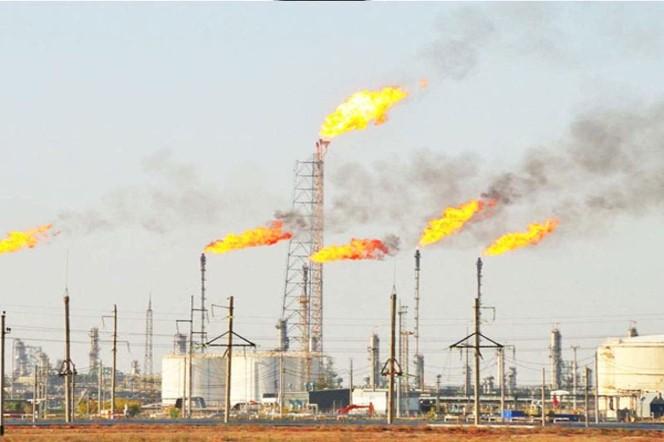 سوزاندن گازهای همراه، چالش جدی نیجریه در صنعت نفت و گاز