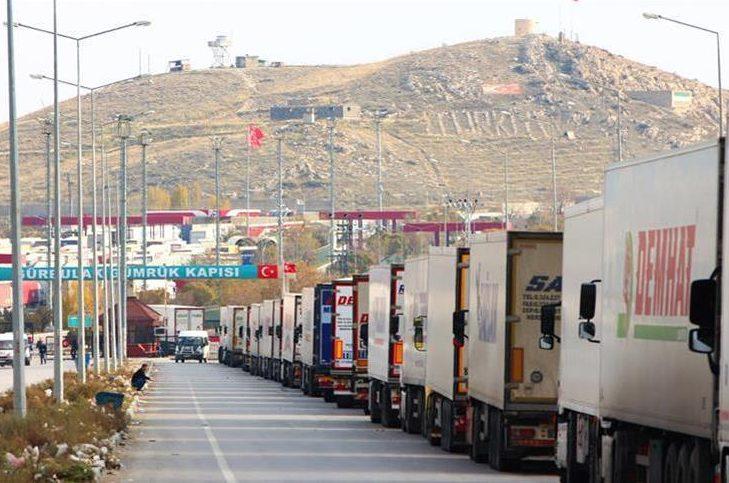 صف کامیونها پشت مرز بازرگان - معطلی در مرز عامل انحراف ترانزیت از ایران
