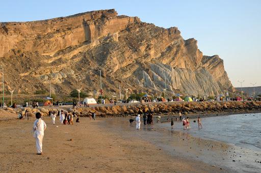 مدیریت آب برای توسعه صنعتی و جمعیتی بلوچستان و مکران
